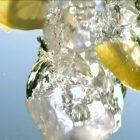 804875963-drink-limone-disco-forma-cubetto-di-ghiaccio